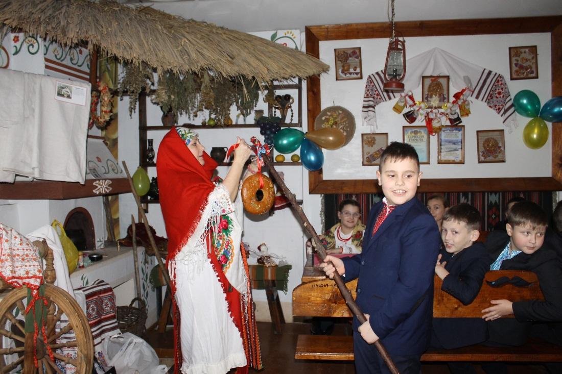 Виховуємо повагу та любов  до традицій рідного народу