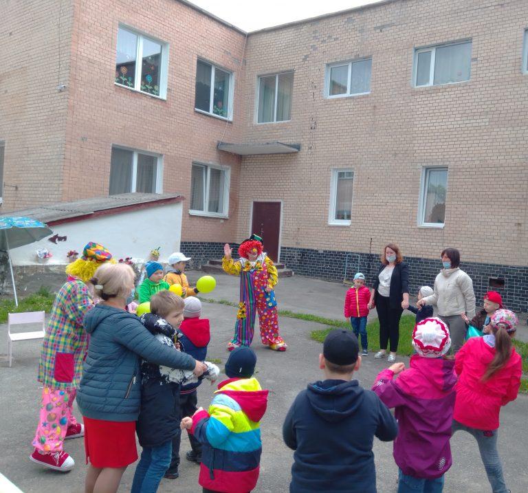 ПНВО провело для Кам'янець-Подільського НРЦ Хмельницької обласної ради святкову програму з фокусами та конкурсами