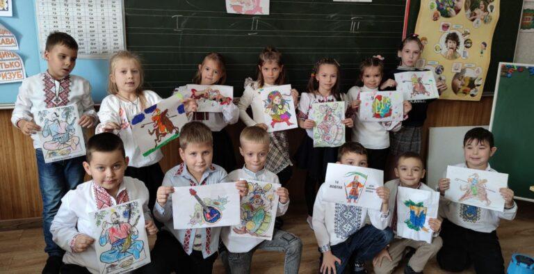 Гуртківці виготовили вітальні листівки до Дня українського козацтва